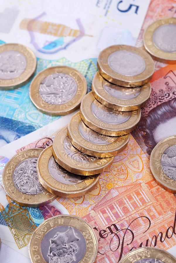 Billetes y monedas británicos del dinero imagen de archivo