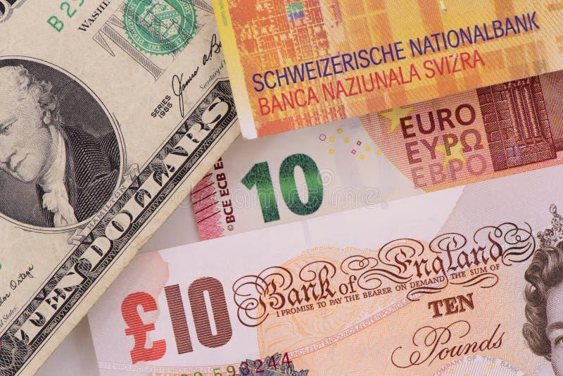 Billets de banque dans différentes devises photo libre de droits