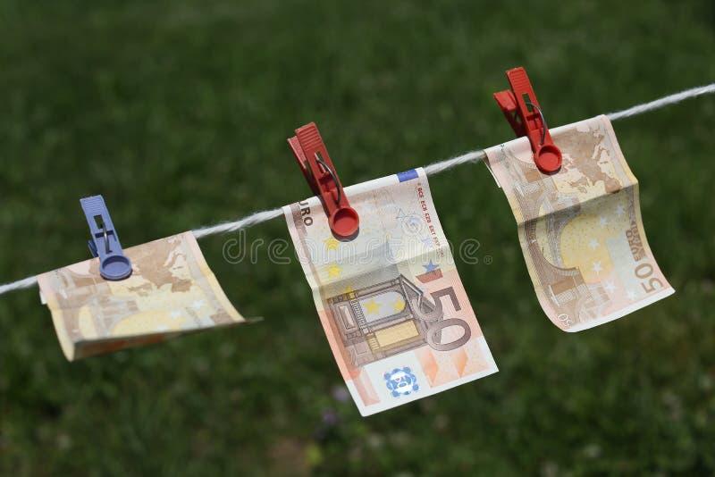 Download Billets De Banque De Bitcoin Avec Des Pinces à Linge Image stock - Image du coins, cash: 76075743