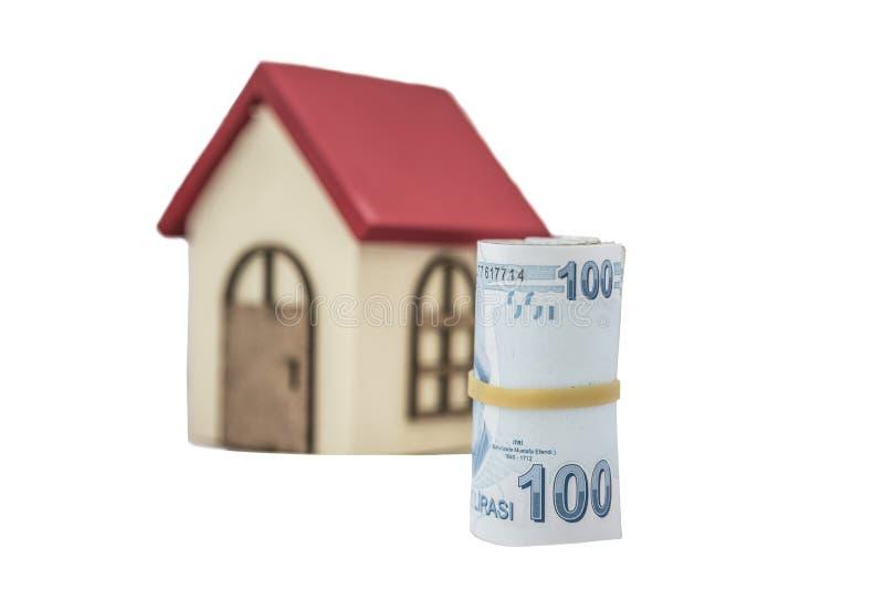 Billets de banque de Lire turque et petite maison en bois images libres de droits