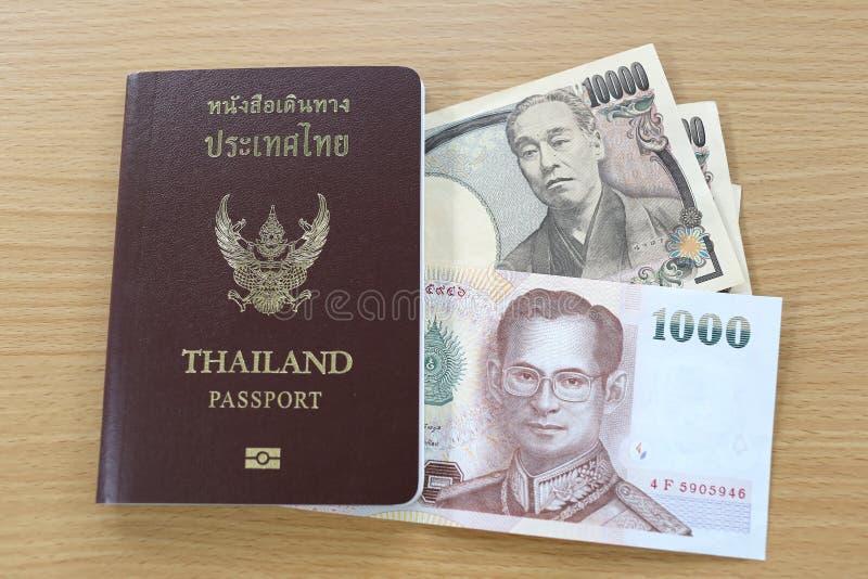 Billets de banque du Japon et de la Thaïlande image stock