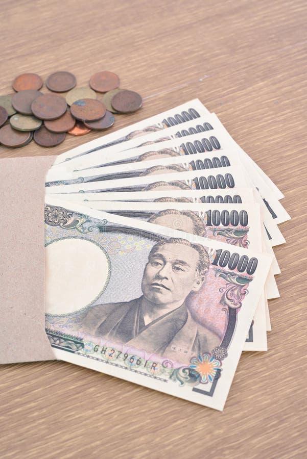 Billets de banque et pièces de monnaie japonais images libres de droits
