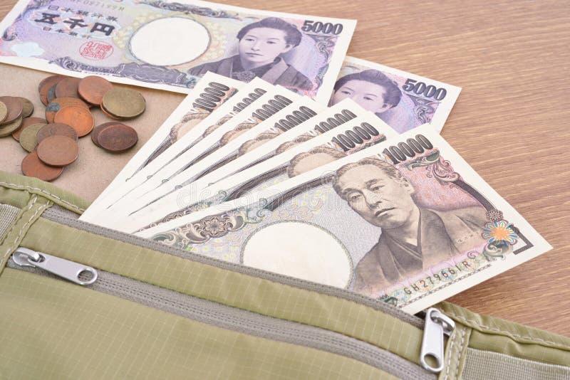 Billets de banque et pièces de monnaie japonais de Yens de devise photographie stock libre de droits