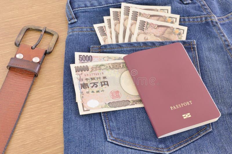 Billets de banque japonais avec le passeport photo libre de droits