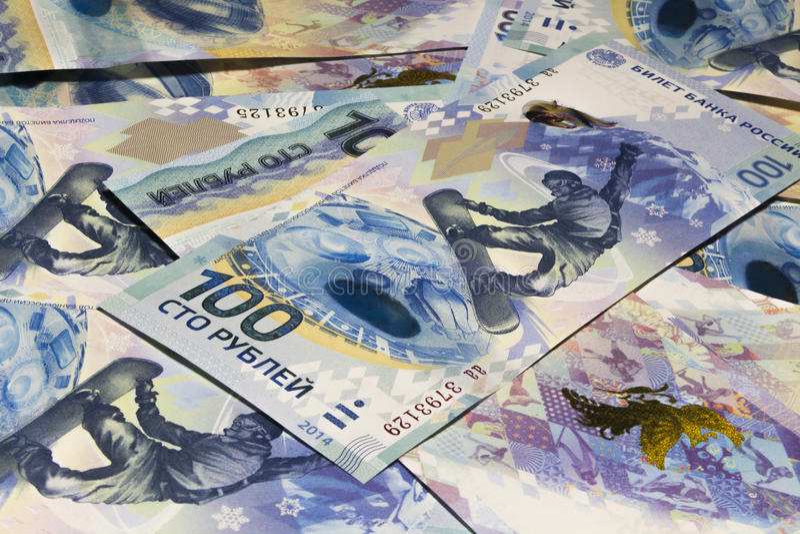 Billets de banque russes 100 roubles au Sochi-2014 photo stock