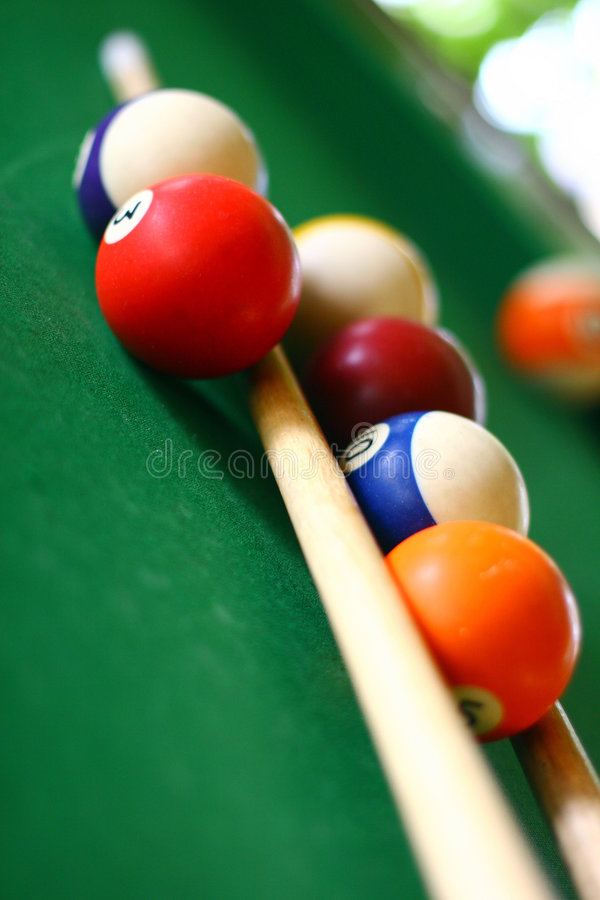 Download Billiard arkivfoto. Bild av fast, runt, stick, sport, färger - 991624