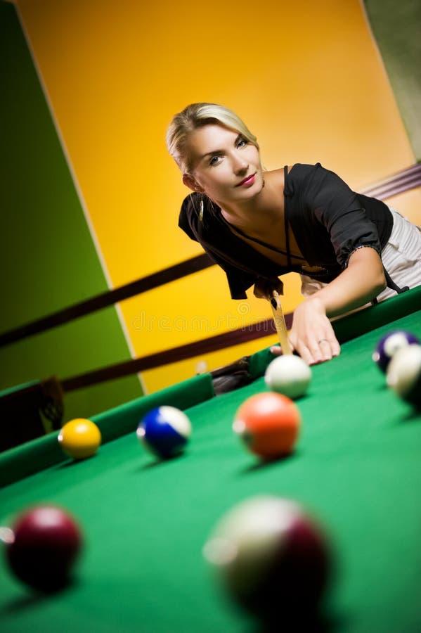 billiards bawić się kobiety obrazy royalty free