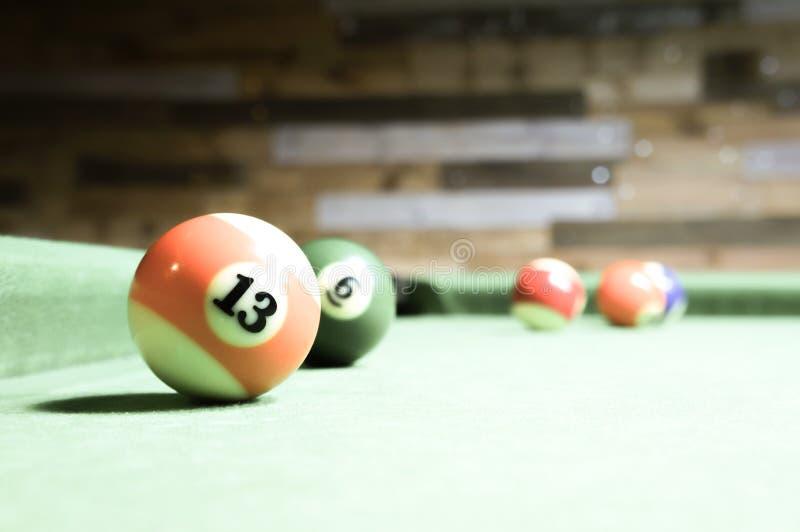 billiards Tabela de bilhar verde com bolas imagem de stock
