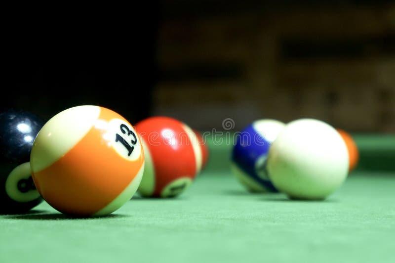 billiards Tabela de bilhar verde com bolas fotografia de stock