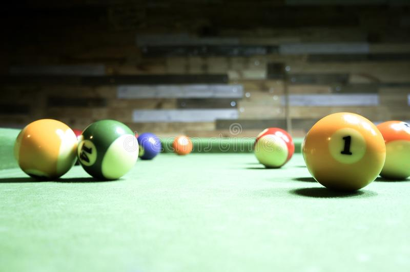 billiards Tabela de bilhar verde com bolas foto de stock