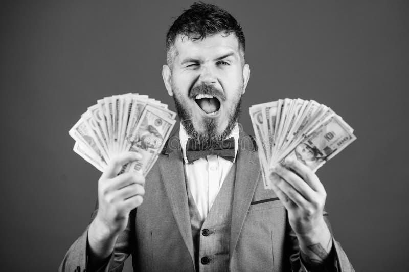 Billioner con los billetes de banco del d?lar ?xito del negocio y del deporte ganar una loter?a hombre de negocios despu?s de la  imagen de archivo libre de regalías