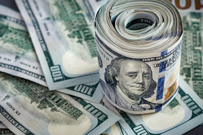 Bills Da 100 Dollari Sfondo monetario immagini stock