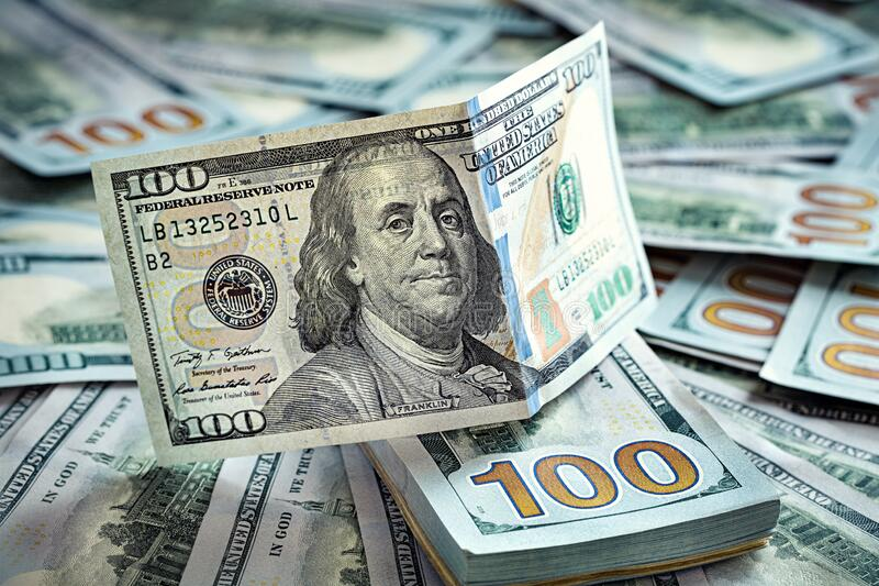 Bills Da 100 Dollari Sfondo monetario fotografia stock libera da diritti