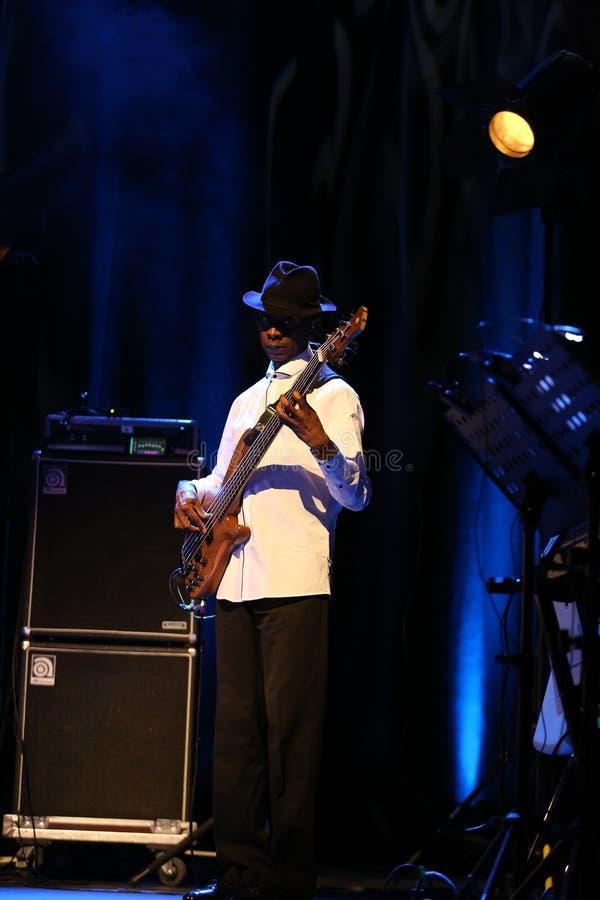 Billy Cobham Band vivo na fase no GELO Cracow fotografia de stock