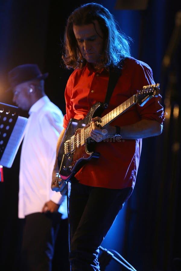 Billy Cobham Band vivo na fase no GELO Cracow fotografia de stock royalty free