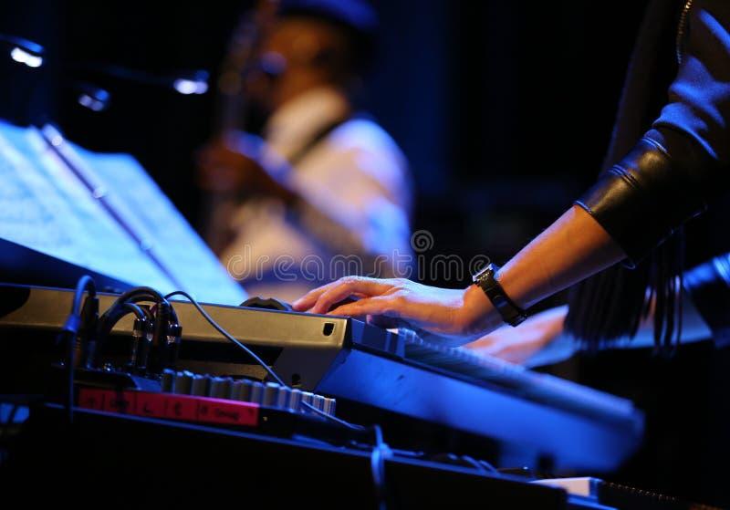 Billy Cobham Band vivo na fase no GELO Cracow foto de stock