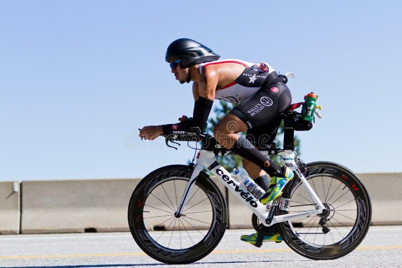 Billy Flores no evento do ciclismo de Alene Ironman do d de Coeur imagem de stock