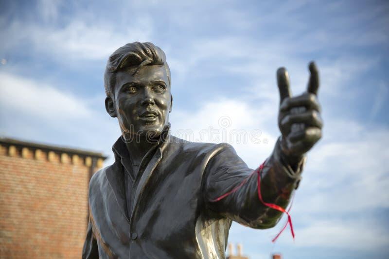 Billy Fury Statue Memorial, Albert Dock, rio Mersey, Liverpool, Reino Unido 11 de junho de 2014 imagem de stock