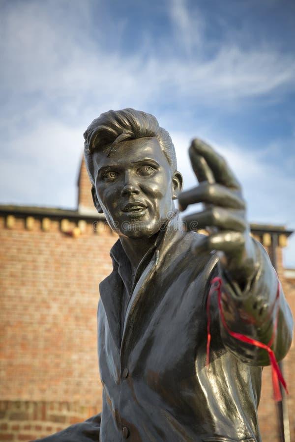 Billy Fury Statue Memorial, Albert Dock, rio Mersey, Liverpool, Reino Unido 11 de junho de 2014 fotos de stock