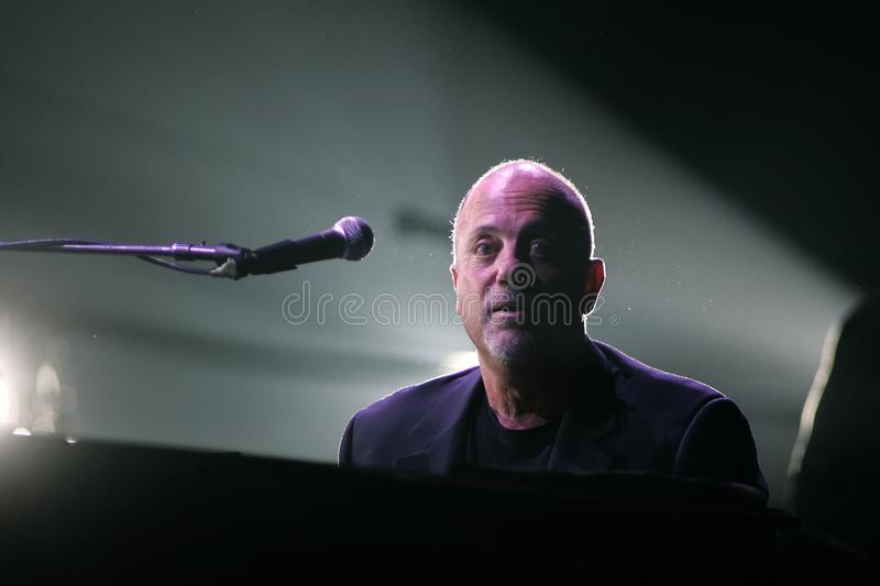 Billy Joel Performs in Overleg stock fotografie