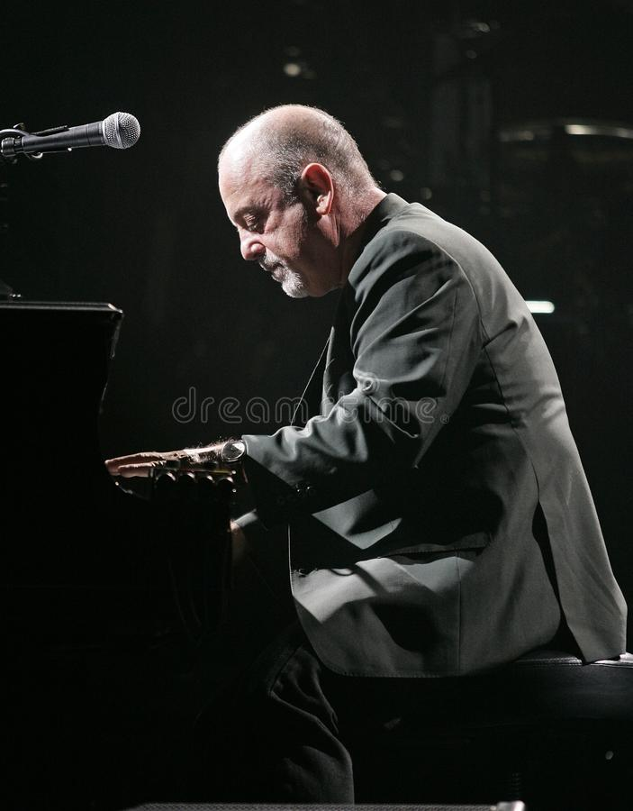 Billy Joel Performs in Overleg stock afbeeldingen