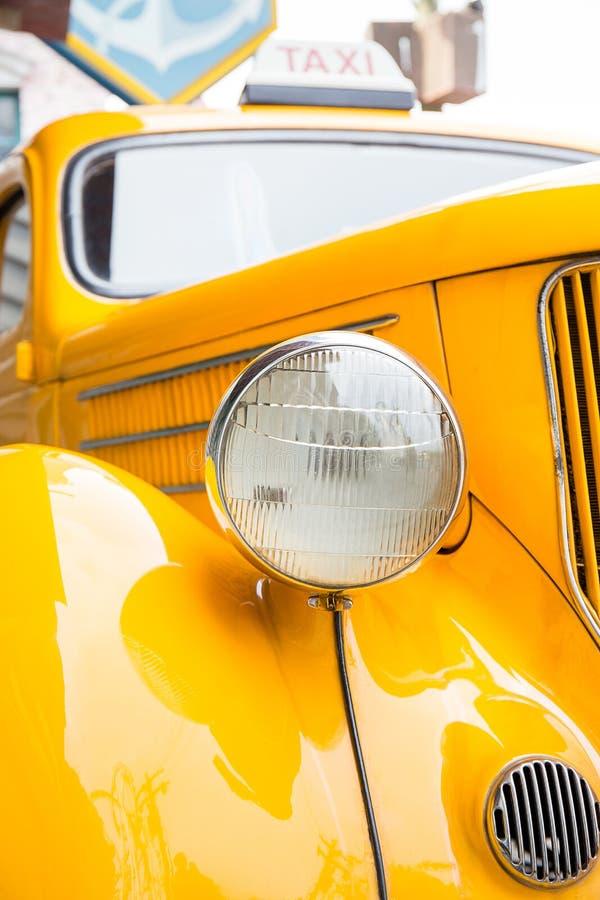 Billykta av den gula taxien arkivbild
