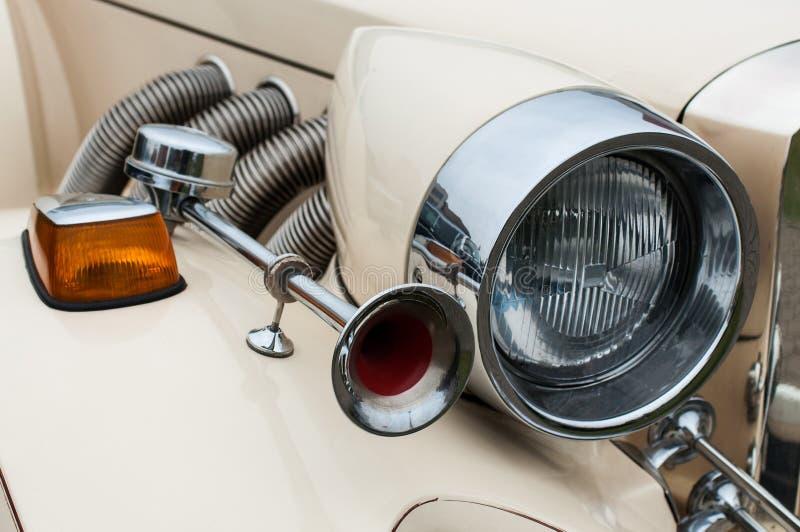 Billykta och horn av den Retro bilen royaltyfri fotografi