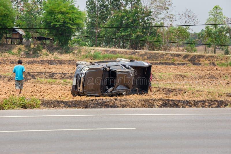 Bilolycka, krasch, gummihjul, metall som är säker arkivfoton