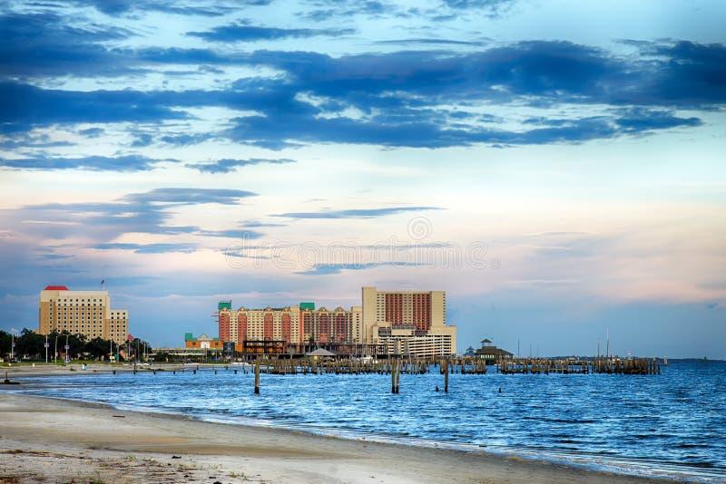 Biloxi、密西西比、赌博娱乐场和大厦在日落 免版税库存图片