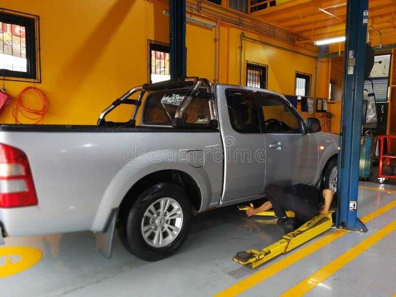 Bilreparation och underhållsservice royaltyfri foto