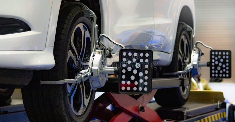 Bilservice för att fixa, bilservice i garaget arkivfoton