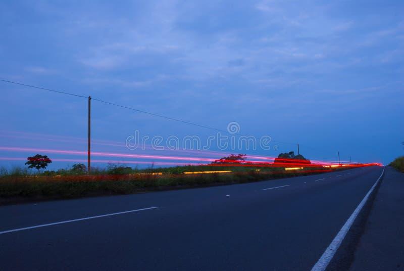 Bilspeedingon en huvudv?g, Guatemala, Central America, hastighetsbil fotografering för bildbyråer