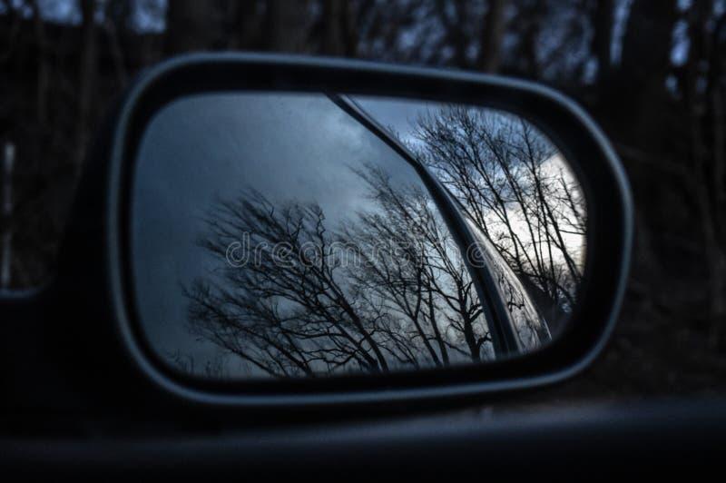 Bilspegelreflexion fotografering för bildbyråer