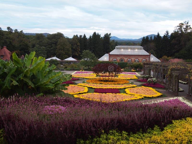 Biltmore庄园庭院在黄昏的 免版税库存图片