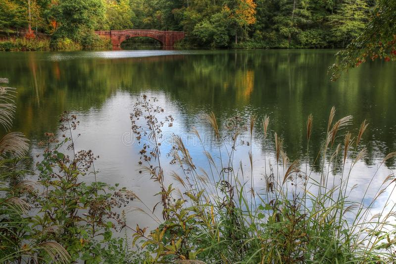 Biltmore Bass Pond. The Biltmore's iconic Bass Pond Bridge as Autumn begins stock photo