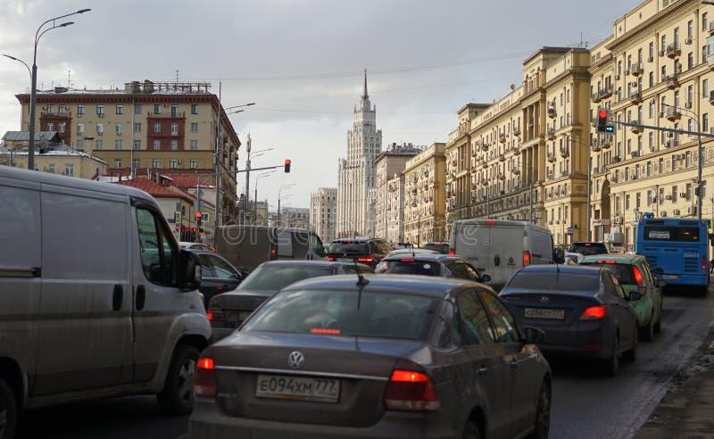 Biltrafik under rusningstid royaltyfri fotografi