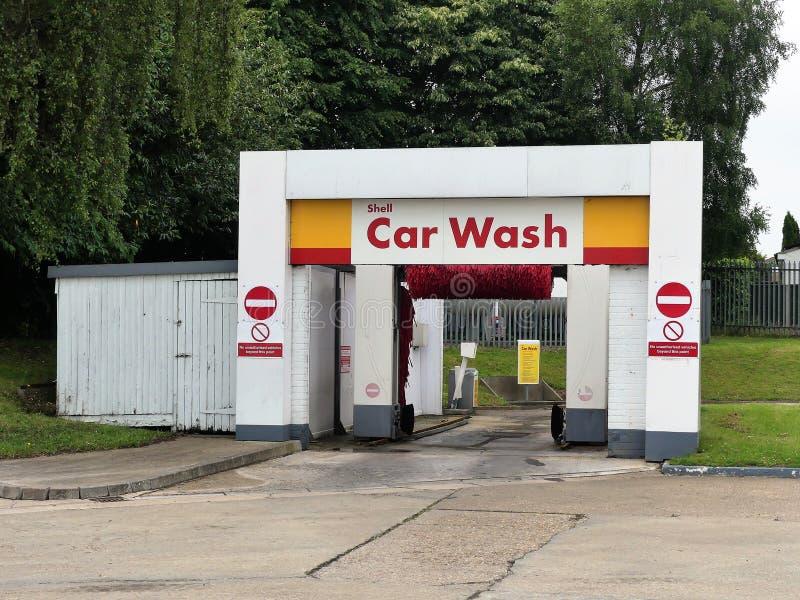 Biltvätt på den Shell bensinstationen, St Albans väg, Watford arkivfoto