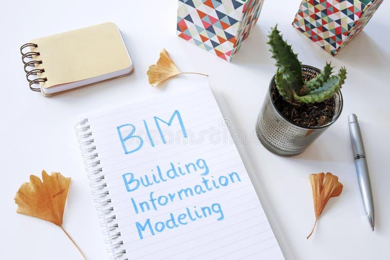 BIM大厦在笔记本写的信息塑造 库存图片