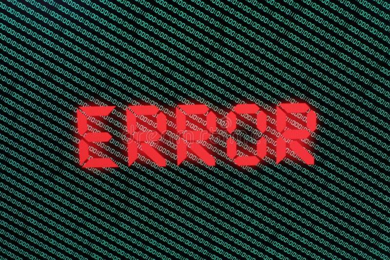 Binär Code im Grün auf TFT mit Fehler in ihm lizenzfreie stockfotos