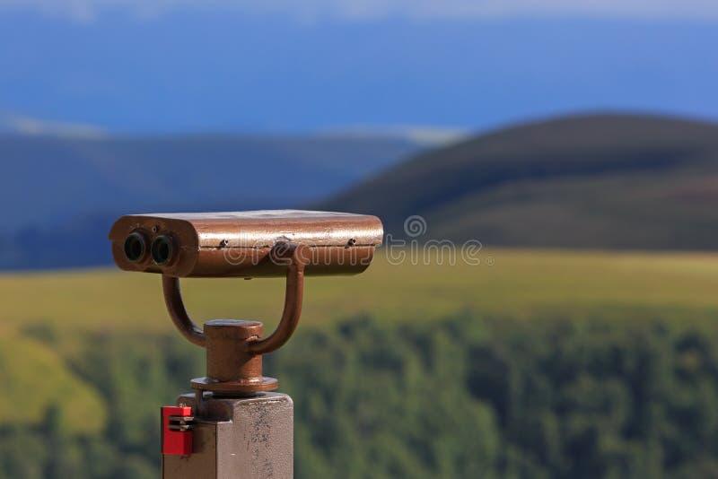 Binóculos em uma plataforma da visão para observar a flora, fauna imagem de stock royalty free