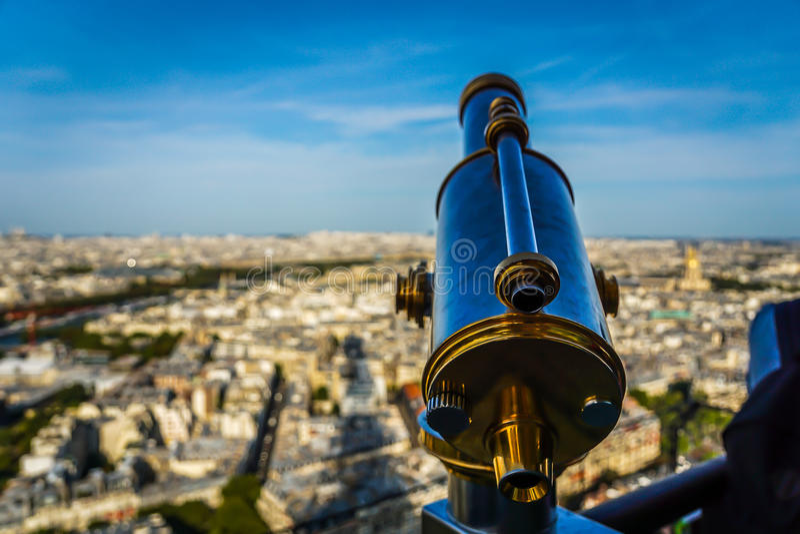 Binóculos sobre Paris imagem de stock royalty free