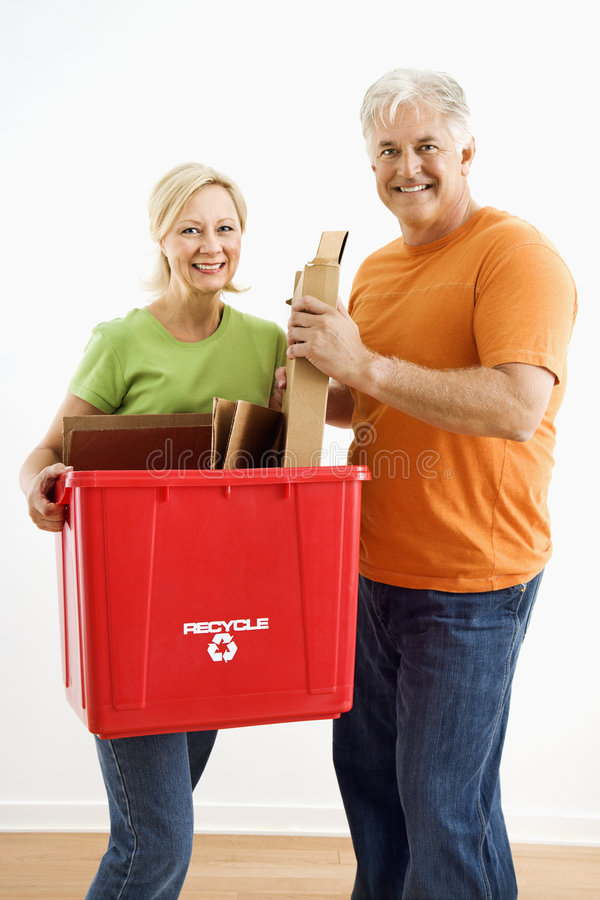 bin couple recycling στοκ εικόνα με δικαίωμα ελεύθερης χρήσης