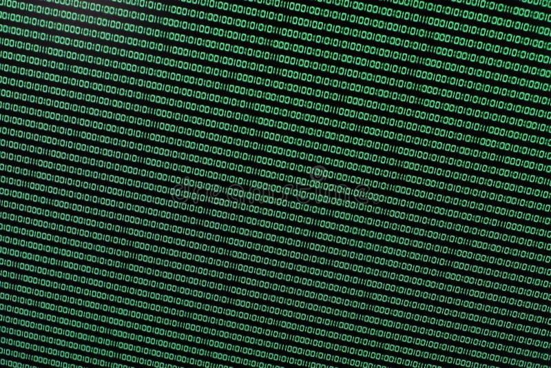 Binaire Code in Groen op TFT stock afbeeldingen