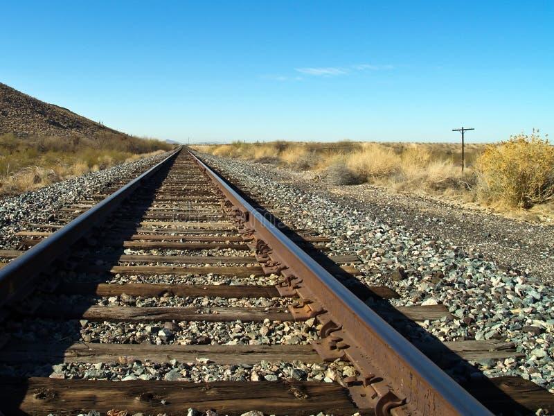 Binari ferroviari nel deserto fotografia stock libera da diritti