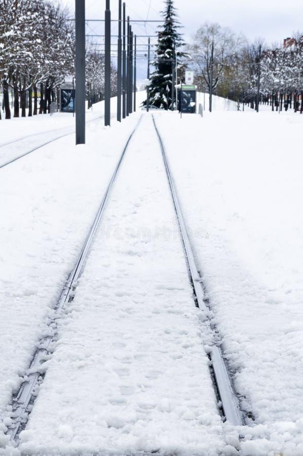 Binario ferroviario nell'inverno, Vitoria, Spagna fotografia stock