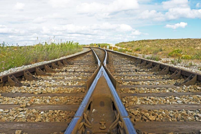 Binario ferroviario nella campagna immagini stock libere da diritti
