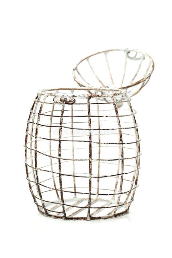 Binda korgen för ägg arkivfoton