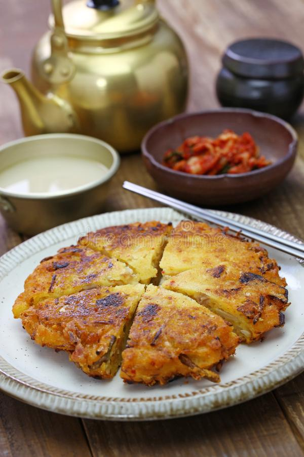 Bindaetteok, κορεατική mung τηγανίτα φασολιών στοκ φωτογραφία με δικαίωμα ελεύθερης χρήσης
