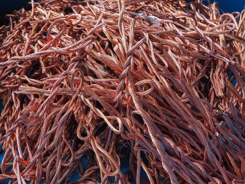 Binder återanvänd färg för koppartråd avskräde som bakgrund från återanvänder bransch arkivbild