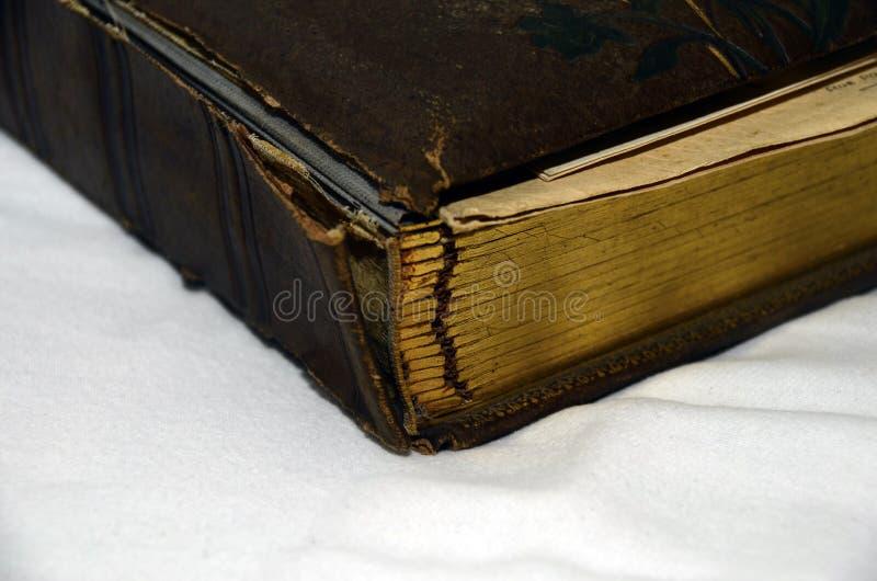 Bindmiddel van een oude albumfoto die wordt beschadigd royalty-vrije stock foto